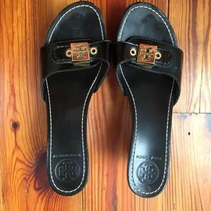 Rare Tory Burch Black Shiny Wedge Slides
